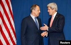 Госсекретарь США Джон Керри и глава МИДа России Сергей Лавров обсуждают кризис на Украине. 6 марта