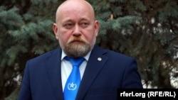 Володимир Рубан у краватці з символікою громадської організації «Офіцерський корпус»
