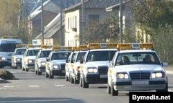 Таксоўкі Аўтуховіча вяртаюцца з-пад арышту, 2003 год