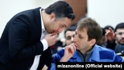 Babak Zanjani (right) and his lawyer Rasoul Kouhpayehzadeh in court. (file photo)