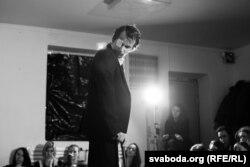 Павал Гарадніцкі ў спэктаклі «Быць Гаральдам Пінтэрам»