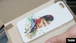 Чехол для смартфона с изображением Владимира Путина продается в ГУМе