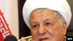 در حال حاضر، آقای هاشمی رفسنجانی در کنار رياست بر مجلس خبرگان رهبری، رياست مجمع تشخيص مصلحت نظام را نیز بر عهده دارد.