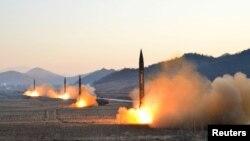 چهار موشکی که اخیرا کره شمالی در پرتابگر «هوُِاسونگ» آزمایش کردهاست