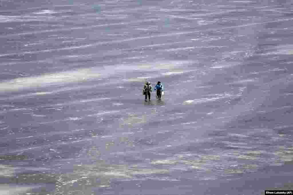 Рыбакі на лёдзе ў Кіеве.
