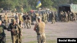 Українські військові після бою під Старогнатівкою. Серед них – Яна Зінкевич, 10 серпня 2015 року