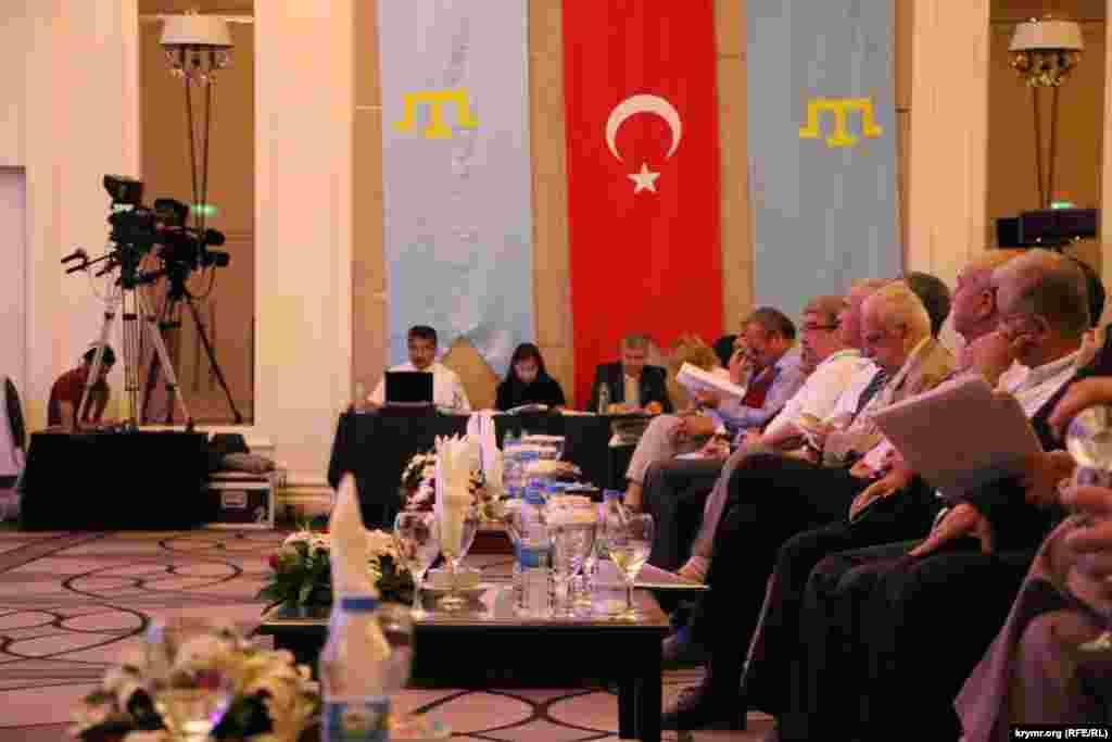 В итоговой декларации, принятой на форуме говорится, что право на самоопределение принадлежит исключительно крымскотатарскому народу, как историческому, основному и коренному народу Крымского полуострова.