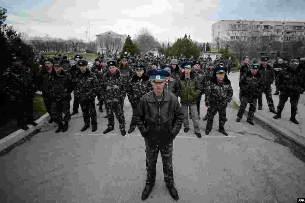 Sevastopol Air Base's second in command, Oleh Podapalov, and some of his Ukrainian troops face pro-Russian protesters demonstrating outside the base in Belbek, not far from Sevastopol, the Crimean capital. (AFP/Filippo Monteforte)