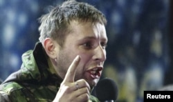 Volodimir Parasiuk adresîndu-se mulțimii la 21 februarie 2014