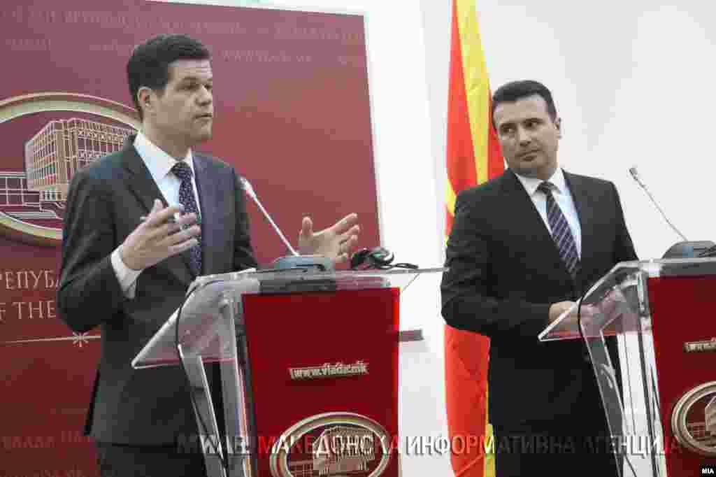 МАКЕДОНИЈА - Премиерот Зоран Заев изјави дека очекува исчекор од средбата во Виена на шефовите на дипломатите на Македонија и на Грција, Никола Димитров и Никос Коѕијас со медијаторот на Обединетите нации во спорот за името, Метју Нимиц.