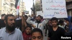 Жители города Алеппо протестуют против авиаударов ВВС России. 2 октября 2015 года.