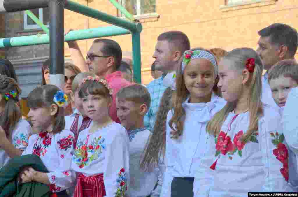 Учні київської школи №92 радіють початку нового навчального року