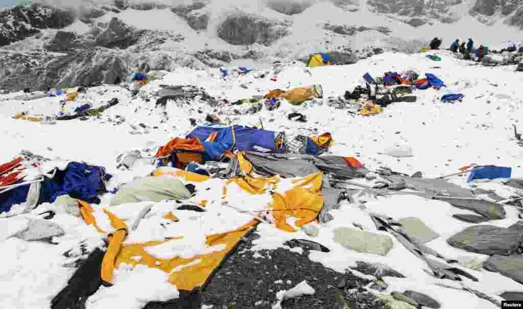 Гора Еверест.Табір зруйнований нищівною лавиною