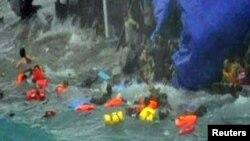 در سالهای گذشته دهها ایرانی که سوار بر قایقهای فرسوده قاچاقچیان عازم جزیره کریسمس بودهاند، در دریا غرق شدهاند.