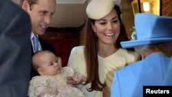 Принц Джордж перед обрядом крещения