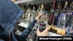 На долю легальной продукции, по экспертным оценкам, сегодня приходится почти две трети общего потребления спиртного в России