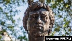 Памятник Владимиру Высоцкому в Симферополе