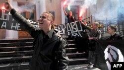 Активисты запрещенной НБП во время одной из акций в Санкт-Петербурге, 2010 год