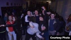 Авылда татарча дискотеканың берсе