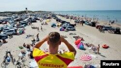 Повечето морски държави в Европа не налагат ограничения за туристи от други държави от ЕС в опит да помогнат на бизнеса, пострадал от епидемията
