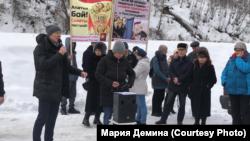 Участники митинга в Горно-Алтайске