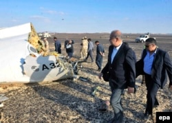 Egyptian Prime Minister Sherif Ismail (second from right) examines the wreckage at the crash site.