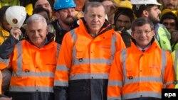 Tarixi şəkil: Yıldırım, Erdoğan, Davutoğlu