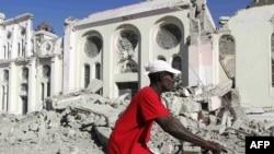 Улицы Порт-о-Пренса в первые дни после землетрясения.