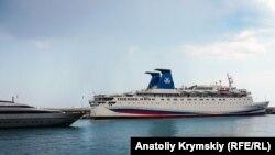 Российский корабль в Ялте, Крым, июллстрационное фото