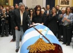 Кристина Киршнер на похоронах мужа