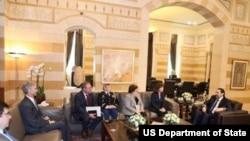 الیزابت ریچارد، سفیر ایالات متحده، روز سه شنبه با سعد حریری نخست وزیر لبنان دیدار کرد.