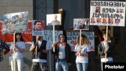 «Հիմնադիր խորհրդարան»-ի աջակիցները բողոքի ակցիայի ժամանակ, 17-ը ապրիլի, 2015թ․