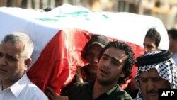 مشيعون في جنازة المدير التنفيذي لهيئة المساءلة والعدالة علي اللامي
