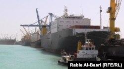 بواخر راسية في ميناء أم قصر العراقي