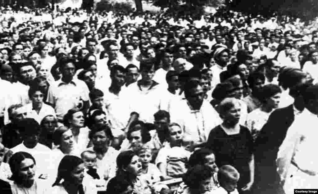 Митинг в Алматы, прошедший после нападения Германии на Советский Союз. 1941 год.