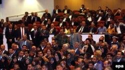 قي قاعة البرلمان في 1 تموز 2014.