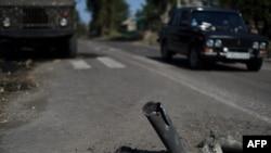 Неразорвавшаяся ракета около школы в Иловайске (3 сентября 2014 года)