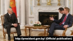 Аляксандар Лукашэнка і Майкл Карпэнтэр падчас сустрэчы ў Менску, 30 сакавіка 2016 году