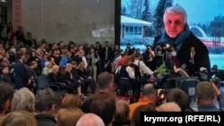 22-nji iýulda Kiýewiň Ukrain öýünde bolan hoşlaşyk dabarasynda žurnalisti soňky ýoluna ugratmaga müňlerçe adam gatnaşdy.