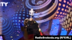 Салвадлор Собрал із кубком переможця