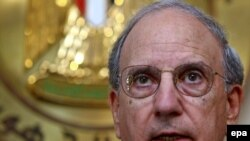 Middle East envoy George Mitchell at a press conference in Cairo