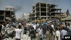 تجمع مردم شهر قامشلی بر سر صحنه انفجار