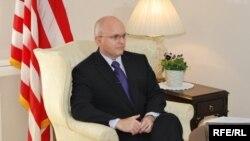 Филип Рикер, дур беше амбасадорот на САД во Македонија