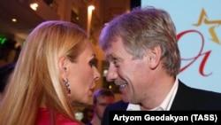 Пока Песков трудится для Путина, его жена танцует с Кадыровым
