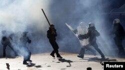 Yunanıstanda polislə qarşıdurma