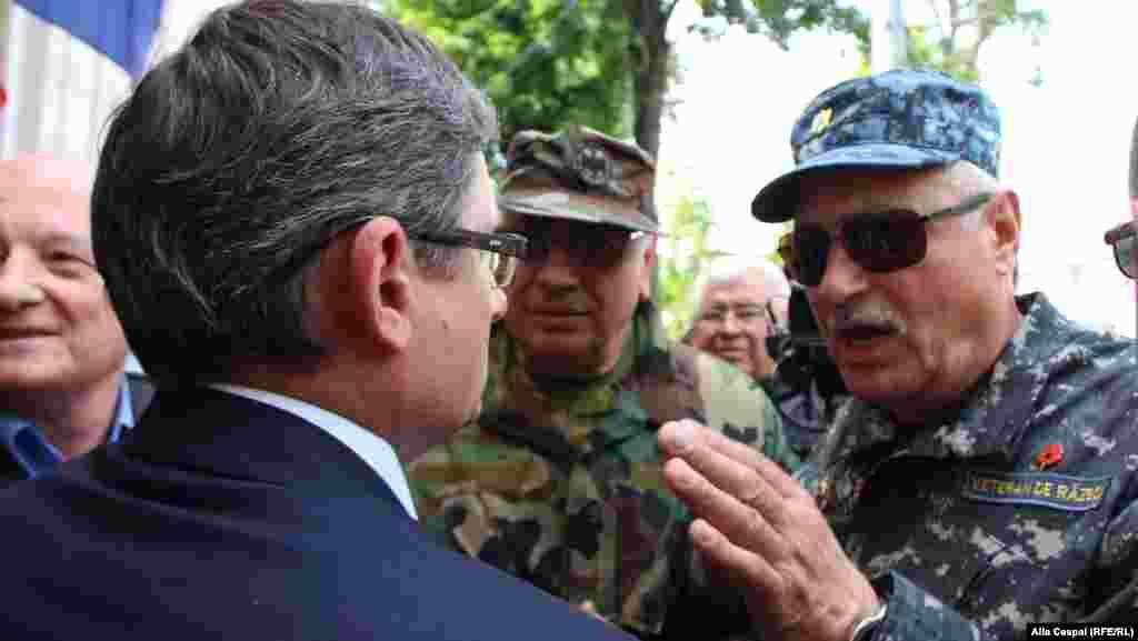 Lideri ai PAS au ieşit în faţa protestatarilor.Ghenadie Cosovan, lider informal al celor care au pichetat