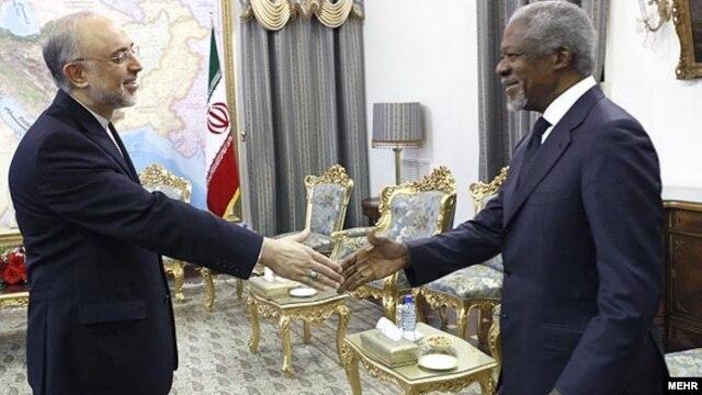 Iranian Foreign Minister Ali Akbar Salehi (left) greets UN/Arab League Syria envoy Kofi Annan in Tehran on April 11.