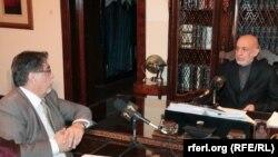 Presidenti Hamid Karzai gjatë intervistës me me korrespondentin e RFE/RL-së Akbar Ayazi.