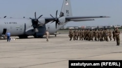 Armenia - Armenian troops board a U.S. military transport plane bound for Kosovo at Yerevan airport, 6Jul2012.