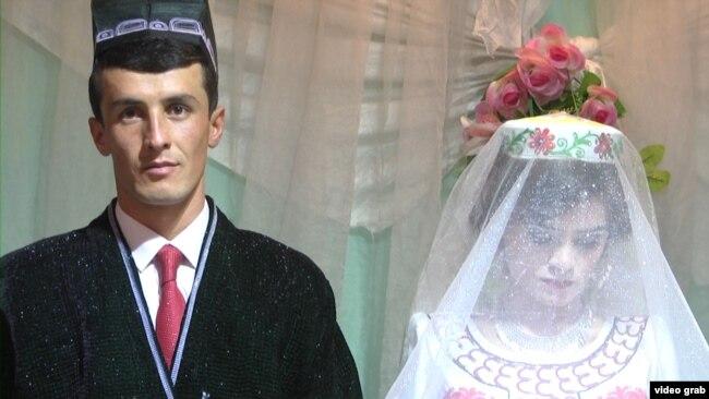 Ты женат?, - Нет, ваше Превосходительство, - глава Таджикистана Эмомали Рахмон подарил невесту учителю, прочитавшему хвалебный стих 03